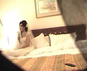 حصرى فيلم ليلة الدخلة يخلع مراته فستان الفرح وياخد عرضها وشرفها على السرير