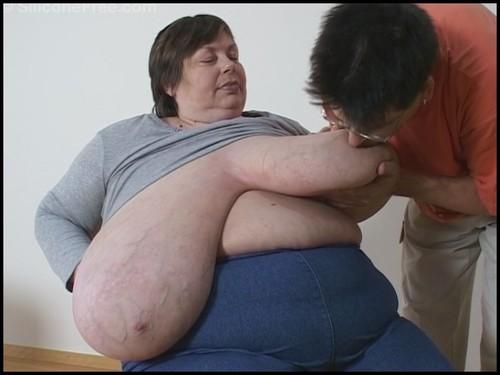 karola massive tits